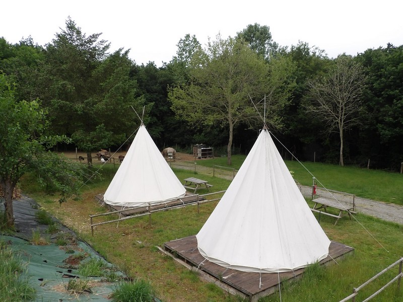 Hébergements insolites - Tipi - Camping des Cerisiers - Guillac